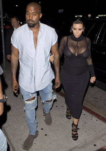 Em gái Kim Kardashian lấy tay che chắn vì váy xẻ quá cao - ảnh 6