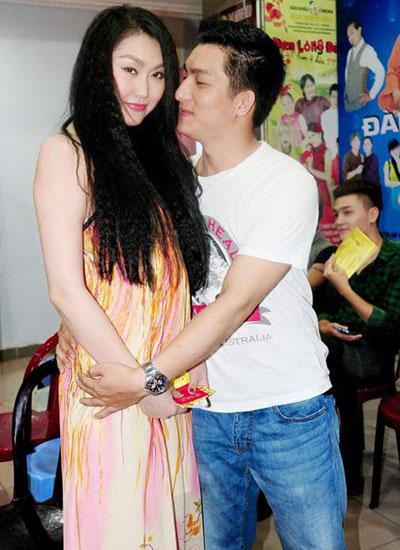 Vợ chồng Phi Thanh Vân hạnh phúc với tin vui hiện tại.