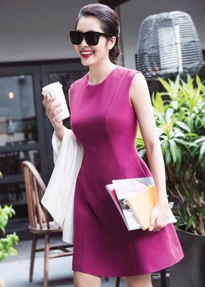 Nữ diễn viên lăng xê mốtđơn sắcvới những mẫu váy cóphom tối giản, một số mang hơi hướng cổ điển.