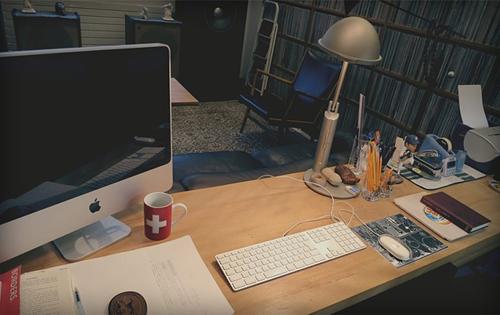 Không gian làm việc được Haruki Murakami chia sẻ trên website riêng của ông. Công sở tại gia của nhà văn