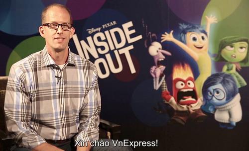 Đạo diễn Pete Docter gửi lời chào độc giả VnExpress bằng tiếng Việt.