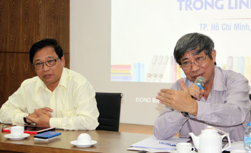 Từ trái qua: ông Lê Hoàng và ông Vũ Ngọc Hoan chủ trì buổi tọa đàm.