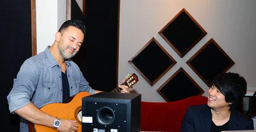 RedOne và Thanh Bùi cùng hòa đàn trong một giai điệu.