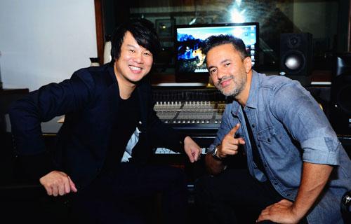Nhạc sĩ RedOne cùng Thanh Bùi trong studio ở TP HCM.
