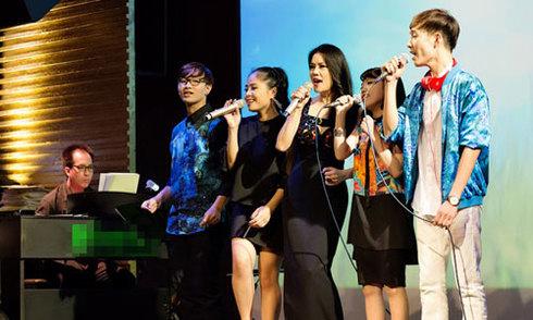 Thu Phương dẫn học trò chạy show ở Hà Nội