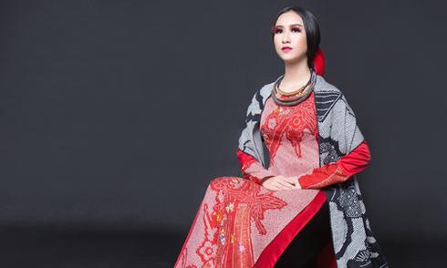Võ Việt Chung kết hợp họa tiết Nhật Bản với lụa, mặc nưa