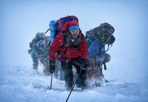 Hình ảnh khắc nghiệt với không gian tuyết trắng trong phim.