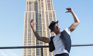 Hồ Vĩnh Khoa khoe cơ bắp trong bộ ảnh thời trang ở New York