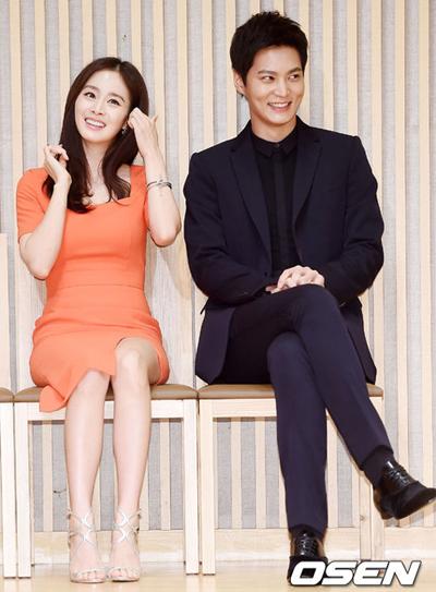 Tae Hee bên tài tử Joo Won.