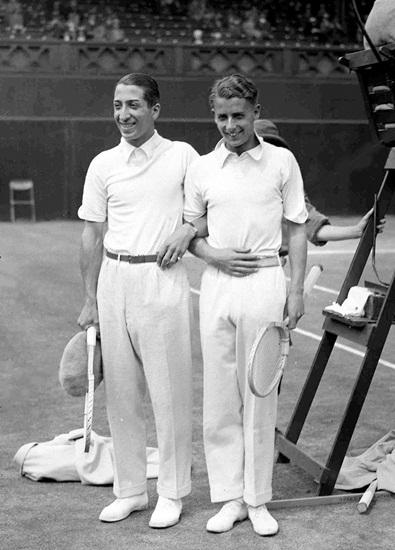 Jean Rene Lacoste là người có công đưa áo polo trở thành