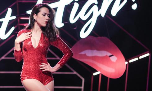 Lưu Hương Giang mặc sexy quay MV