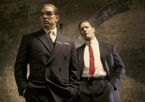Tạo hình của Tom Hardy trong vai anh em song sinh.