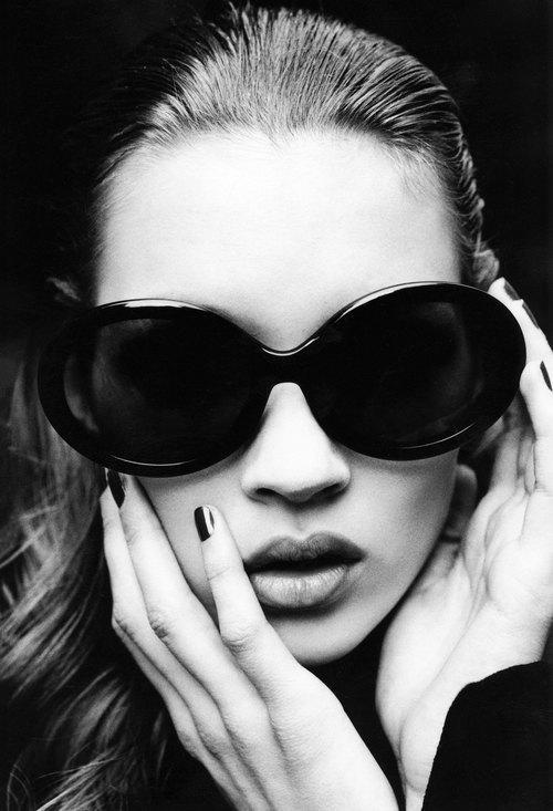 Ảnh Kate Moss năm 18 tuổi được rao với giá 2.500 USD