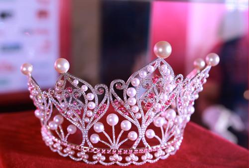 Cận cảnh chiếc vương miện của Hoa hậu Hoàn vũ 2015.
