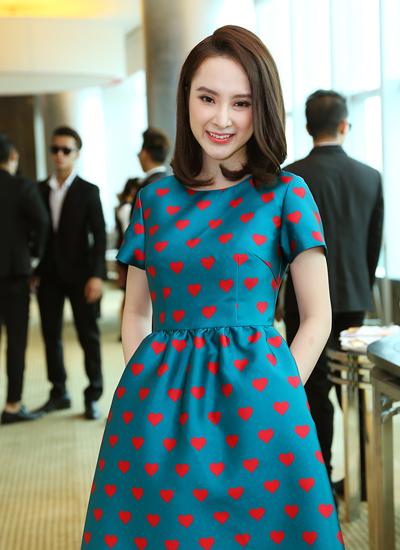 Trước khi phim bấm máy một tháng, Phương Trinh cũng dành thời gian học lái xe, đi bơi, chuẩn bị trang phục& giúp nhân vật Họa Mi nhiều màu sắc.