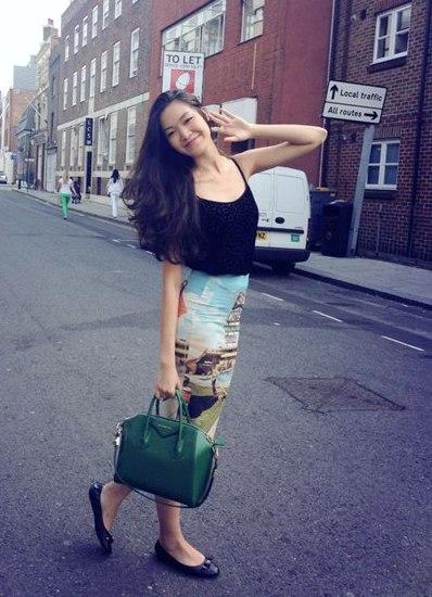 Hoa hậu Thùy Dung sành điệu với túi Givenchy Antigona có mức giá trong khoảng 36 - 60 triệu đồng.