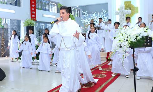 Đàm Vĩnh Hưng giới thiệu album mới trong nhà thờ