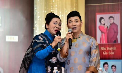 Bạch Tuyết song ca ngẫu hứng cùng Quang Linh trong một trích đoạn 'Má hồng phận bạc'.