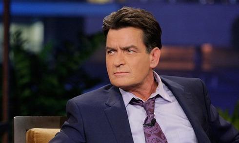 Charlie Sheen chi 10 triệu USD để che giấu việc nhiễm HIV