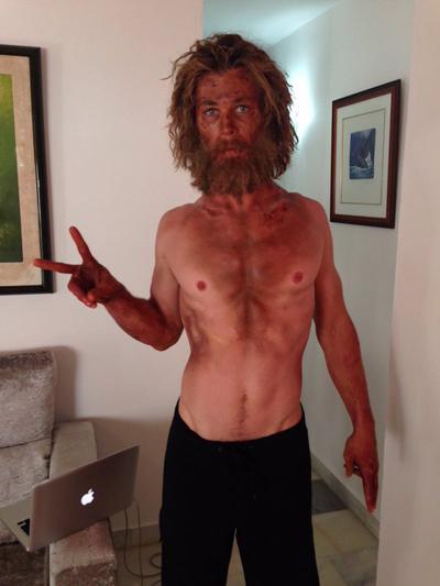 Chris Hemsworth gây sốc với thân hình gầy trơ xương