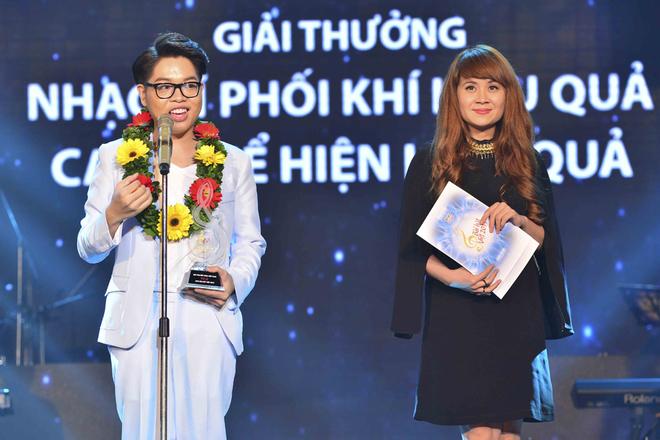Đức Phúc đoạt cú đúp giải thưởng Bài hát Việt tháng 11