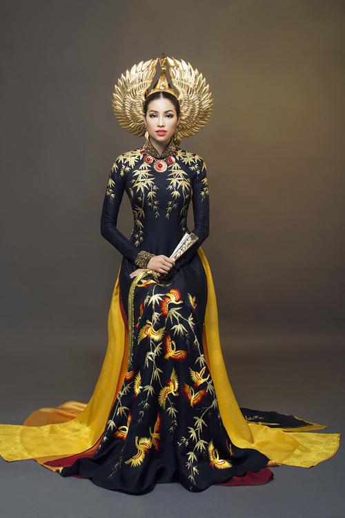 Hai bộ áo dài nhũ vàng của Phạm Hương ở Miss Universe