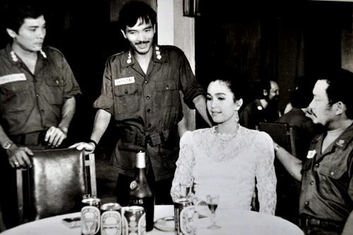 Thương Tín (trái) và <a target='_blank' href='https://www.phunuvagiadinh.vn/diem-my.topic'>Diễm My</a> trong một cảnh phim.