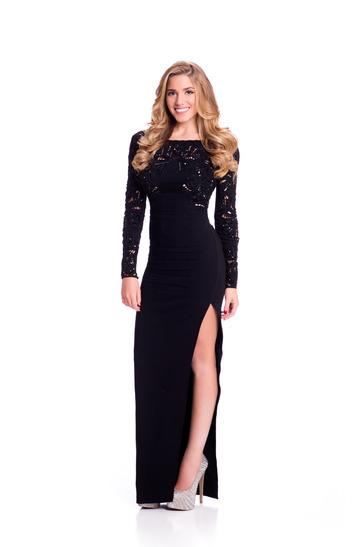 Bộ ảnh trang phục dạ hội của các thí sinh được ban tổ chức giới thiệu vào ngày 10/12. Hoa hậu Lebanon chọn chiếc váy khoét chân quyến rũ.