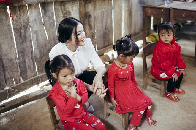 Lý Nhã Kỳ xây trường mầm non cho trẻ em miền núi