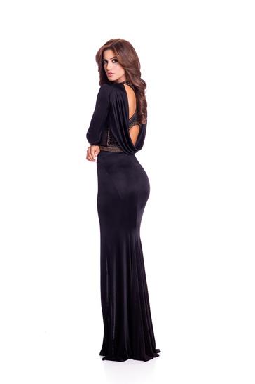 Hoa hậu Venezuela khoe thân hình trong chiếc váy mềm mại.