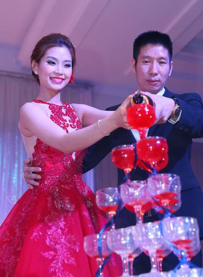2015-nam-ron-rang-cuoi-hoi-cua-sao-viet-1