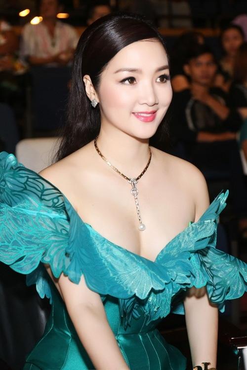 Khoảnh khắc quyến rũ của các người đẹp Việt