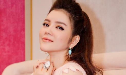 Trần Thị Quỳnh trình diễn váy cảm hứng thập niên 1990