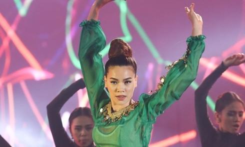 Hà Hồ gây phấn khích khi cover ca khúc 'Vợ người ta'