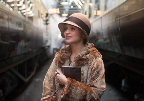 """Gerda - """"cô gái Đan Mạch"""" phi thường, bao dung - qua diễn xuất gây xúc động của Alicia Vikander."""