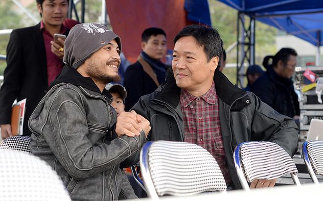 Con trai chăm sóc cho Trần Lập khi tập nhạc