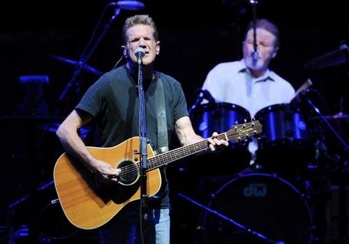 """Glenn Frey - người sáng lập của nhóm The Eagles và là đồng tác giả ca khúc """"Hotel California"""" - qua đời hôm 19/1."""