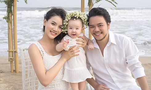 Trang Nhung khoe con gái trong ảnh cưới