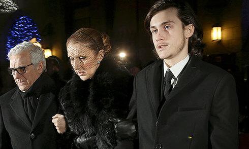 Con trai dìu Celine Dion rời lễ viếng René Angélil
