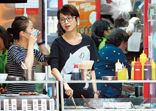 Theo Next Media, vì lương ở TVB thấp, năm 2014, Đàm Tiểu Hoàn