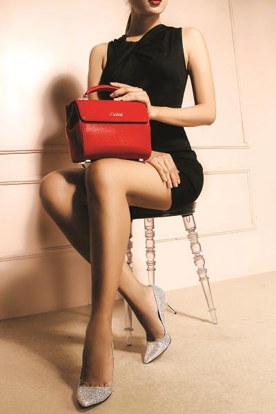 Giày nữ chinh phục các quý cô sành điệu bằng đường nét sắc sảo, tinh tế và quyến rũ.
