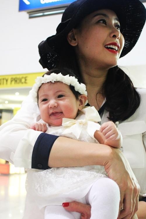 Hà Kiều Anh về nước sau khi sinh con thứ ba