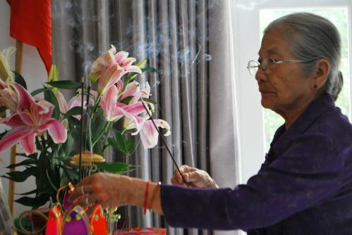 nsut-phi-dieu-don-cai-tet-vang-chong-4