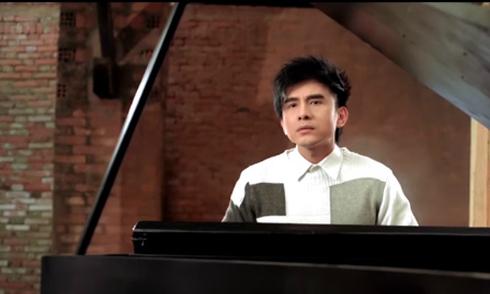 Đan Trường trổ tài chơi đàn piano trong MV
