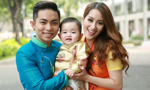Khánh Thi, Phan Hiển cùng con trai diện áo dài xuân
