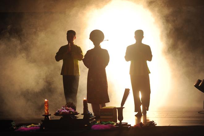 Vở diễn 'Tứ phủ' tái hiện nghi lễ hầu đồng
