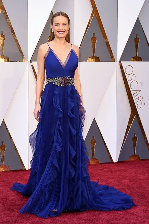 Mỹ nhân 'King Kong' diện váy xẻ ngực lên thảm đỏ Oscar