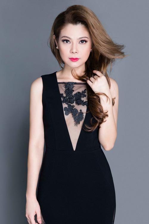 Thanh Thảo khoe đường cong với váy ôm