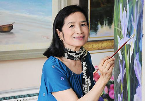 NSND Trà Giang sợ vấp ngã khi diễn thời trang áo dài