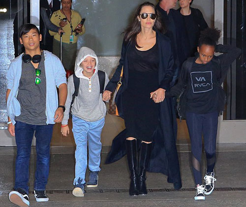 Pax Thiên chững chạc bên Angelina Jolie